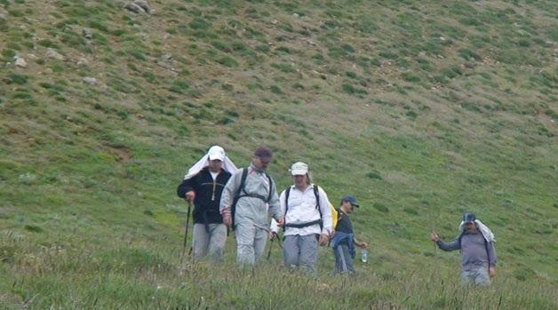 صعود جمعی از کارکنان شهرداری و گروه کوهنوردی خمام به قله توریشُم