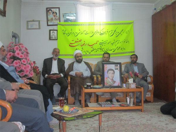 خمام - دیدار با خانواده شهیدحمیدرضا صنعتی، به مناسبت هفته گرامیداشت مقام معلم