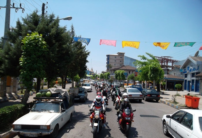 غبار روبی مزار شهدای 8 سال دفاع مقدس و رژه موتورسواران در خمام