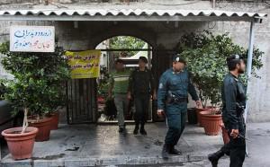 خمام - پلیس امنیت گیلان کافه سنتیهای غیر مجاز را پلمب کرد