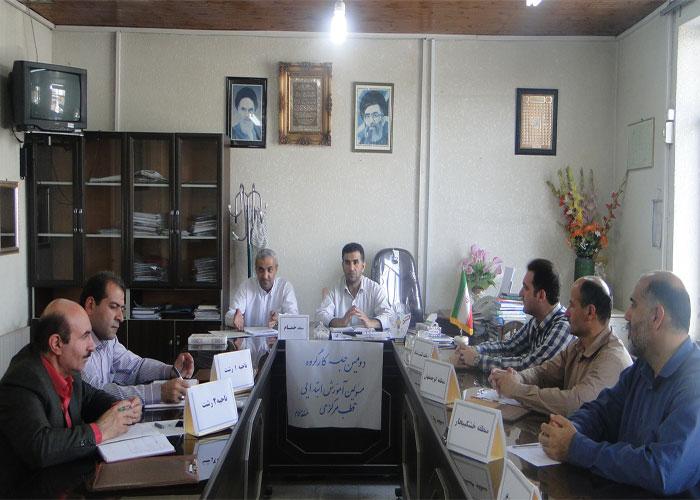 خمام - برگزاري دومين جلسهی كارگروه مسئولين آموزش ابتدايي قطب مركزي