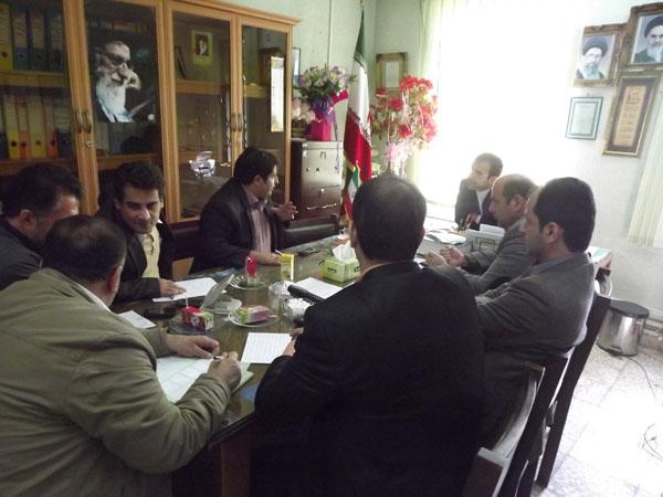 خمام - جلسهی بررسی وضعیت آبگرفتگی خمام در دفتر شورای شهر برگزار شد