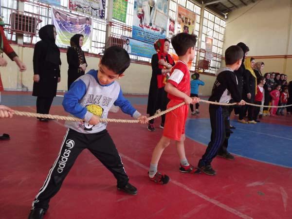 خمام - مسابقات طنابکشی و دو و میدانی کودکان 6 الی 7 سال در سالن تختی برگزار گردید