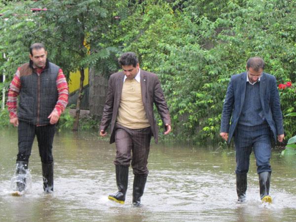 خمام - بازدید شهردار و اعضای شورای شهر از مناطق دچار آبگرفتگی