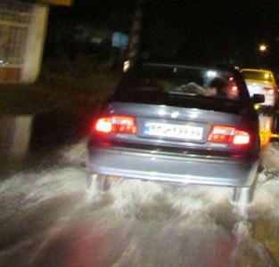 خمام - بازدید شبانهی بخشدار، شهردار و اعضای شورای شهر از مناطق دچار آبگرفتگی