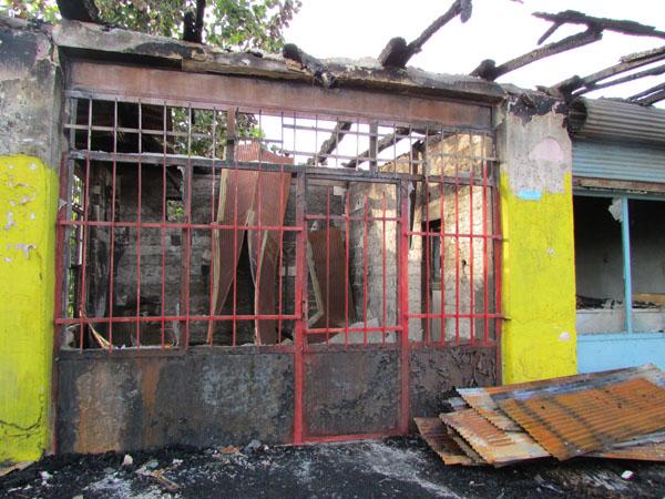 خمام - چندین باب مغازهی قدیمی در بازارچهی روستای دافچاه طعمهی حریق شد
