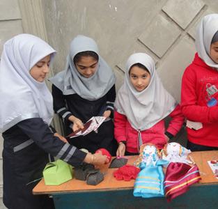 طرح «یکروز بدون کیف» در دبستان دخترانهی شهید صادقی خمام اجرا شد