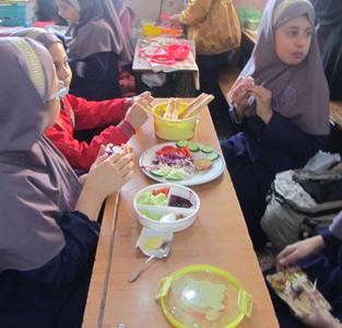 طرح «یکروز بدون کیف» در مدرسهی غیردولتی یاسنو اجرا شد