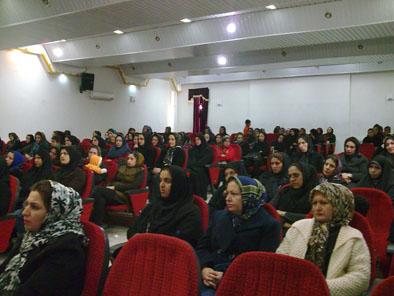 خمام - جلسهی كارگاه آموزش خانوادهی دبستان مولوي در کانون حقشناس برگزار شد