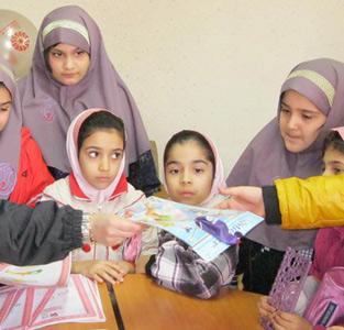 خمام - برگزاری مسابقهی نقاشی دانشآموزان دبستان یاسنو در کتابخانهی شهید بهشتی