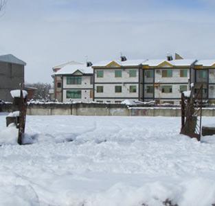 بارش برف «یکشنبهبازار» را به تعطیلی کشاند / دوشنبه مدارس تعطیل است