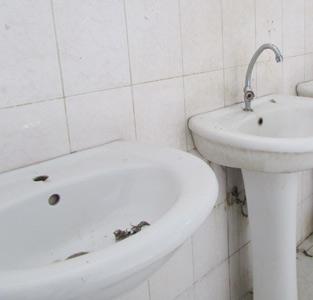خمام - وضعیت نامناسب سرویس بهداشتی سالن ورزشی شهدا