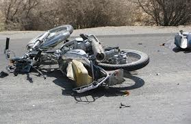 زن جوان در تصادف با موتورسیکلت جان باخت / وقفهی 30 دقیقهای آمبولانس