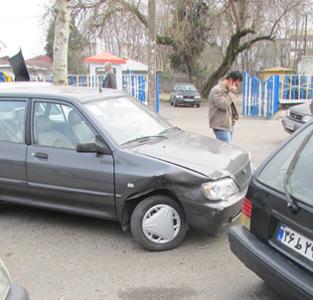 خمام - سرنشین با شیشهی جلوی خودرو برخورد کرد