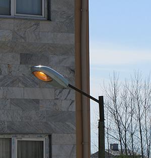 خمام - چراغ برخی از معابر روزها روشن است!