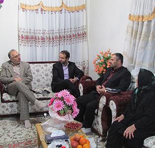 خمام - دیدار بخشدار، رئیس شورای شهر و دهیار کتهسر با خانوادهی شهید رحمت ملائی