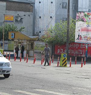 طرح جداکنندهی استوانههای پلاستیکی در ورودی خیابان تختی اجرا شد