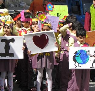 خمام - دیدار دانشآموزان خردسال «مهدکودک مهر عرشیان» با شهردار خمام