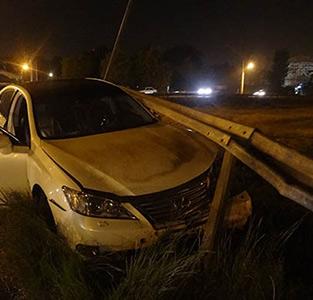 خمام - برخورد خودرو با گاردریل میدان ولیعصر