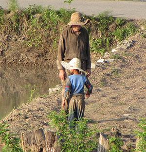 کشاورز خردسال در یکیاز شالیزارهای خمام