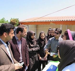 برپایی نمایشگاه آثار و دستاوردهای علمی و پژوهشی در دبیرستان مهرک فرجی
