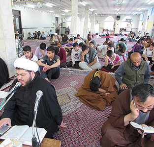 خمام - مردان و زنان معتکف در آستان مقدس امامزاده حسن (ع) خمام