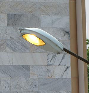 خمام - چراغهای معابر مجتمع مسکنمهر روزها روشن و شبها خاموش است!