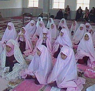 خمام - جشن تکلیف دانشآموزان دختر پایه سوم ابتدایی مجتمع دکتر نجفی برگزار شد