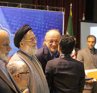 خمام - اهدای تندیس و لوح سپاس به «سجاد عبدی» با حضور معاون رئیسجمهور و استاندار