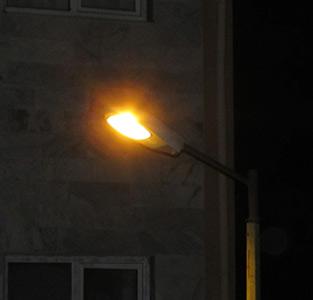 چراغهای مسکنمهر یکسره روشن است