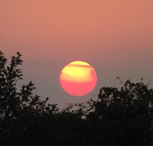 نمایی از غروب آفتاب در روستای راستهکنار