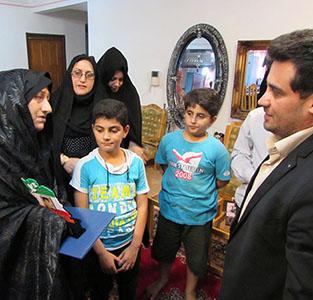 دیدار شهردار و اعضای شورای شهر با خانوادهی شهید قلیپور و شهید زحمتکش