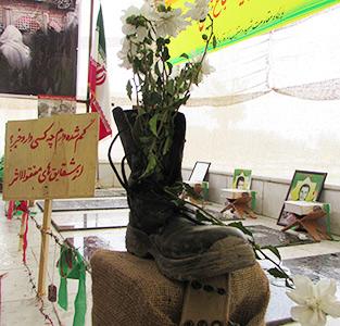 نمایشگاه «یاد یاران» به مناسبت هفته دفاع مقدس در تازهآباد خواچکین افتتاح شد