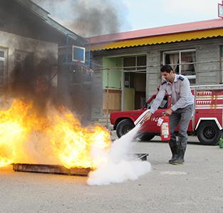 خمام - اجرای آموزش اطفاء حریق در مدرسه شهید صادقی / از آتشنشانان تقدیر شد