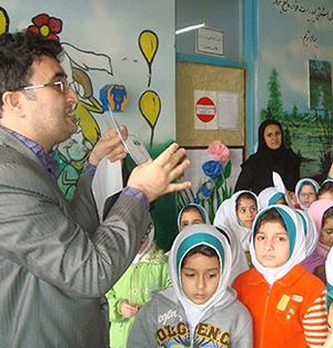خمام - دیدار رئیس اداره پست خمام با دانشآموزان