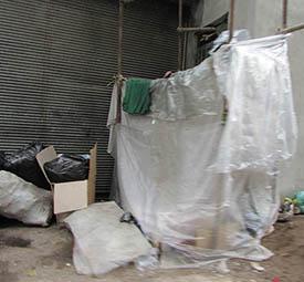 کارتن خوابی و سرپناهی از چند متر پلاستیک