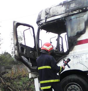 خمام - کابین کامیون حمل خودرو آتش گرفت