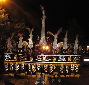 عزاداران خمامی در شب عاشورای حسینی
