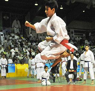 افتخارآفرینی کاراتهکاهای خمامی در رقابتهای قهرمانی کشور