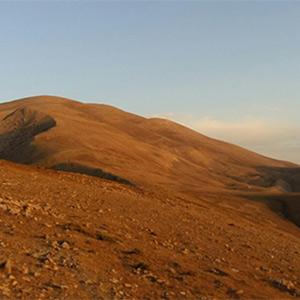 صعود کوهنوردان خمامی به قلهی مرتفع گیلان
