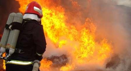آتش سوزی یک باب مغازه در مرکز شهر