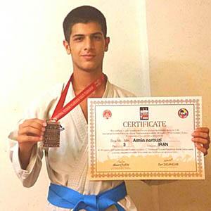 آرمین نوروزی مقام سوم تیمی تورنمنت جهانی کاراتهی ترکیه را کسب کرد