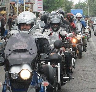 رژه موتورسواران به مناسبت هفته دفاع مقدس برگزار شد
