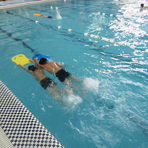 برگزاری مسابقات شنا در استخر شهرداری خمام