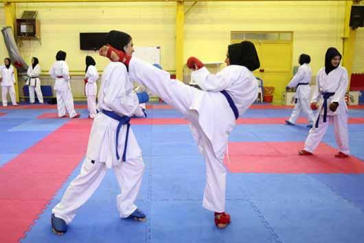 تیم بانوان خمامی در رقابتهای کاراته شهرستان رشت به مقام سوم تیمی دست یافتند