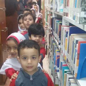 بازدید دانشآموزان پیشدبستانی از کتابخانه عمومی