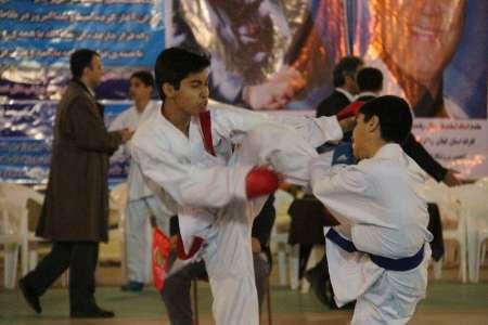 خمام - علیرضا خدمتگذار به مقام دوم در مسابقات قهرمانی کاراته گیلان دست یافت