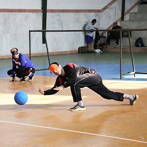 اولین دوره از مسابقات گلبال نابینایان در خمام برگزار شد