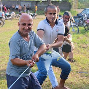 خمام - برگزاری مسابقه طنابکشی در روستای دهنهسر