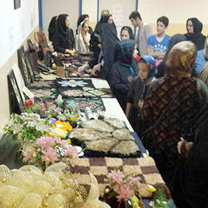 خمام - نمایشگاه آثار هنرجویان و مربیان کلاسهای هنری کانون عفاف برگزار شد